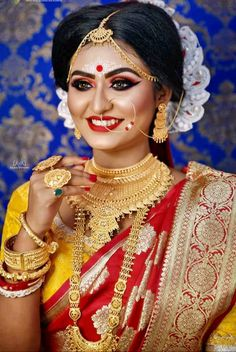 Bengali Bridal Makeup, Bengali Wedding, Bengali Bride, Indian Bridal Fashion, Saree Photoshoot, Bridal Photoshoot, Wedding Photography Poses, Beauty Photography, Bridal Looks