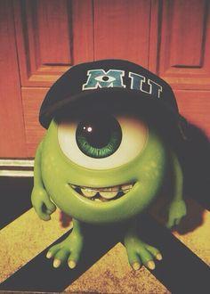 Mike #University c: Disney Gift, Disney Xd, Cute Disney, Disney Fan Art, Disney Films, Disney Cartoons, Disney Pixar, Cartoon Wallpaper, Disney Wallpaper