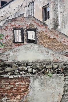 Ερείπια προ ερειπίων (οδός Χρήστου Πίψου -  Μάιος 2016)