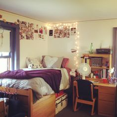 Love the bedding College Apartments, College Tips, College Dorm Rooms, College Necessities, College Essentials, Cute Dorm Rooms, Cool Rooms, Home Bedroom, Bedrooms