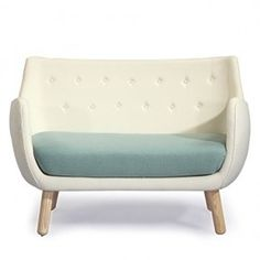 Can you believe this modernist design was originally created in Mid century modernism meets organic artistic curves in this comfortable space conscious sofa. Finn Juhl created the original Series Poet Sofa out of inspiration from the works of Picasso. Antique White Furniture, Green Furniture, House Furniture, Furniture Ideas, Sofas, Loveseat Sofa, Settee, Sofa Upholstery, Fabric Sofa