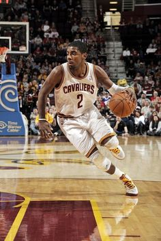 Kyrie Irving plays like a highly mature decision maker at all times. Basketball Is Life, Basketball Legends, Basketball Uniforms, Basketball Players, Kyrie Irving Crossover, Irving Cavaliers, Lebron James Kyrie Irving, Irving Wallpapers, Basketball