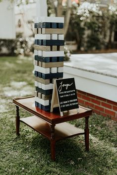 25 Backyard Wedding Ideas Cocktail hour gets a lot more fun when there are lawn games to play. Elevate an oversized Jenga set by painting it in your wedding colors and setting it on a polished side table. Lawn Games Wedding, Wedding Reception Games, Wedding Events, Wedding Backyard, Outdoor Wedding Games, Table Wedding, Fun Wedding Activities, Jenga Wedding, Reception Activities