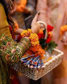 Desi Wedding Decor, Wedding Stage, Wedding Pins, Wedding Decorations, Stage Decorations, Wedding Art, Cute Girl Wallpaper, Images Wallpaper, Bridal Gift Wrapping Ideas