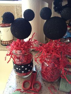Minnie Mouse Centerpiece...pink of course!!! Olivia, I have mason jars!!!