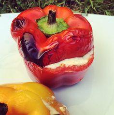 Peperoni auf dem Grill gefüllt mit Cantadou, Gemüse und Pilzen - wunderbar!   #vegetarisch #vegetarian