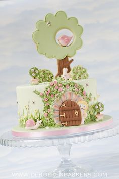 Cake Wrecks - Home - Sunday Sweets: Story Time With Mom [The Secret Garden] Gorgeous Cakes, Pretty Cakes, Cute Cakes, Fondant Cakes, Cupcake Cakes, Rodjendanske Torte, Garden Cakes, Fairy Garden Cake, Spring Cake