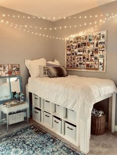 Dorm bedroom 56 Fantastic College Dorm Room Decor Ideas And Remodel College Bedroom Decor, Cool Dorm Rooms, Room Ideas Bedroom, Small Room Bedroom, Doorm Room Ideas, Bed Ideas, Dorm Rooms Girls, Cool Rooms For Girls, Dorm Room Beds