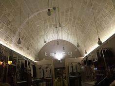 an original idea to #lighting a #shop un'idea orriginale per #illuminazione #negozio #abbigliamento