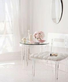 acryl-möbel-kunstvolle-atmosphäre