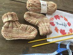 Pantufa Alice Knitted Slippers, Fingerless Gloves, Arm Warmers, Lana, Cool Stuff, Diy, Alice, Fashion, Slippers Crochet