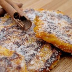 I know they may sound a little weird to the uninitiated, but pumpkin fritters are absolutely delicious! Enjoyed either as a light snack or side dish to a traditional boerekos spread, these little S… South African Dishes, South African Recipes, Gluten Free Pumpkin, Vegan Pumpkin, African Meat Pie Recipe, Tasty Vegetarian Recipes, Snack Recipes, Pumpkin Fritters, Light Snacks