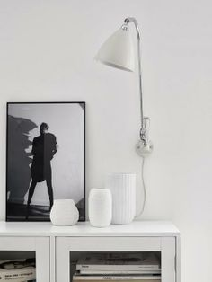 Searching for a beautiful home to share with you today, Swedish interior stylist Pella Hedeby of Stil Inspiration came to the rescue! Nordic Home, Scandinavian Interior, Modern Interior, Interior Styling, Natural Interior, Room Interior, Swedish Interiors, Black And White Interior, Black White