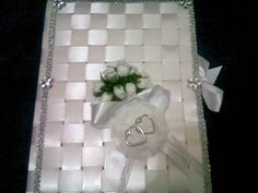 caderno decorado com fitas de cetim e flores, ideal para casamento, debutantes. Faço a decoração do caderno de acordo com as cores da festa. R$45,00
