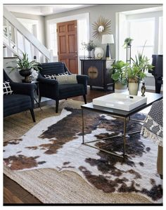 Fall Living Room, Living Room Chairs, Rugs In Living Room, Living Room Designs, Living Room Decor, Cozy Living, Dining Chairs, Dining Room, Faux Cowhide Rug