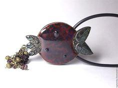 Колье, подвеска Гранат из полимерной глины и натуральных гранатов - бордовый, рубиновый цвет, гранатовый
