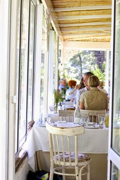 Wine Tasting at La Petit Ferme Franschhoek Pass Road, Franschhoek Mo-So South Afrika, Outdoor Furniture Sets, Outdoor Decor, Cape Town, Wine Tasting, Lodges, Restaurants, Smoothies, African