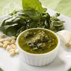 Pesto simple de ajo y albahaca @ allrecipes.com.ar