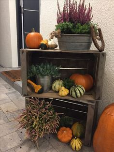 Autumn decoration entrance - decoration on the doorstep ideas Herbstde . - Autumn decoration entrance – decoration on the doorstep ideas Fall decoration entr - Fall Home Decor, Autumn Home, Decoration Entree, Balcony Decoration, Deco Nature, Deco Floral, Porch Decorating, Most Beautiful Pictures, Halloween Decorations