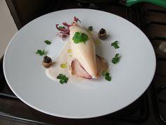 Calamar  farci de pommes  de  terre    avec  herbes  et  citron  scorce , anchois  et olive  noir  sauce de radis  Gino D'Aquino