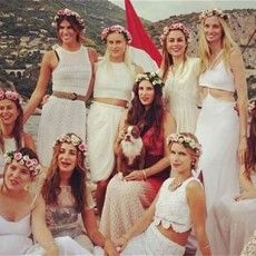 Lauren Santo Domingo (Tatiana's aunt by marriage) posted this photo of Tatiana Santo Domingo, fiancée of Andrea Casiraghi, with her friends and front left, her future sister-in-law, Charlotte Casiraghi. The couple will marry in Monaco on August Andrea Casiraghi, Charlotte Casiraghi, Look Hippie Chic, Boho Chic, Hippie Boho, Pre Wedding Party, Boho Wedding, Wedding Dinner, Wedding Flowers