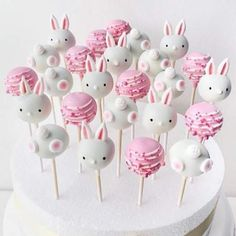 Cute Easter Desserts Recipes that are too endearing to be eaten - Hike n Dip Easter Cake Pops, Easter Bunny Cake, Easter Cupcakes, Easter Cookies, Cute Easter Desserts, Easter Treats, Easter Recipes, Dessert Recipes, Peeps Recipes