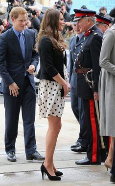 Kate Middleton Photos Photos - Catherine, Duchess of Cambridge arrives at the…