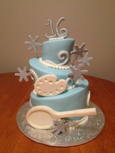 A lovely winter-themed cake for a sweet 16 party