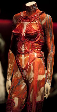 mode française : Jean Paul Gaultier, fall 2003, écorché, orange