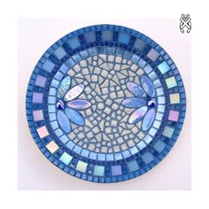 Mozaiek schaal Corso Blauw. Compleet mozaïekpakket voor beginners en gevorderden. Geen gereedschap nodig! Mosaic Birdbath, Mosaic Garden Art, Mosaic Flower Pots, Mosaic Pots, Mosaic Birds, Mosaic Glass, Stained Glass, Glass Art, Mosaic Artwork