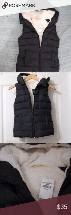 NWT XXS Black Puffer Vest Faux Fur Lined NWT XXS Black Puffer Vest Faux Fur Lined. 100% polyester Hollister Jackets & Coats Vests
