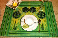 JOGO AMERICANO- KIT DUAS PEÇAS <br>Tecido Córdoba - 30 x 40 cm <br>Vista sua casa com elegância e exclusividade! Praticidade, aliada a beleza da arte de Rose Canazzaro. <br>Uma linda dose de inspiração para todos os momentos.