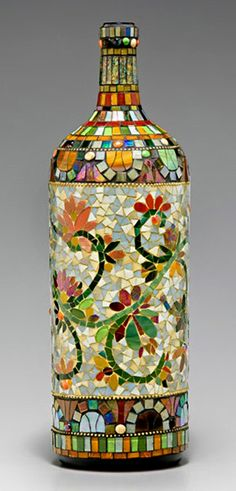 : 10 Mosaic Projects Using a Variety of Ordinary Everyday Items .: 10 Mosaic Projects Using a Varie Mosaic Bottles, Mosaic Vase, Mosaic Tables, Glass Bottle Crafts, Wine Bottle Art, Wine Bottles, Glass Bottles, Mosaic Crafts, Mosaic Projects