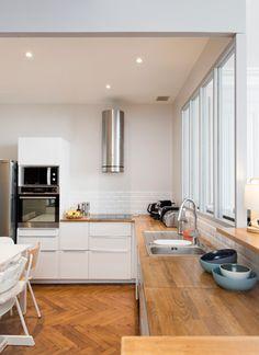 miniature Rénovation dun appartement ancien à Lyon Lyon, Marion Lano. Paris Kitchen, Home Kitchens, Cuisine Design, Kitchen Remodel, Kitchen Plans, Old Apartments, Appartment Decor, Interior Design Kitchen Contemporary, Cuisine Ikea