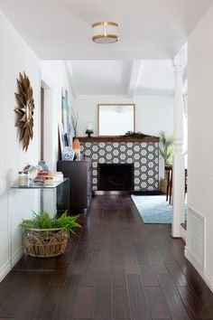 Photography : Amy Bartlam   Design : Soko Design Read More on SMP: http://www.stylemepretty.com/living/2017/02/01/tour-a-mid-century-modern-renovation/