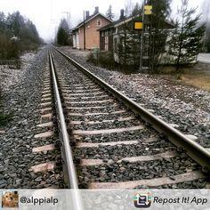 Nikkilän juna-asema herättää muistoja. #muistojennikkilä #nikkilänasema #nickbystation #nikkilä #nickby #sipoo #sibbo  Tämä hieno kuva on käyttäjältä @alppialp  #Repost from @alppialp - Kiskot vievät Keravalle #nikkilänasema