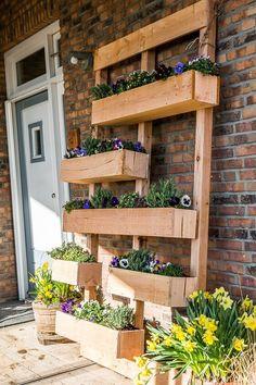 De laatste jaren zien we de trend om de natuur volop in ons huis en ook in onze tuin terug te laten komen. We zijn afgestapt van betonnen bestratingen en kunststof meubelen. We gaan meer en meer voor natuurlijke materialen. We willen gezelligheid en sfeer brengen. Hout is daarvoor een ideaal materiaal! Hier geven wij …