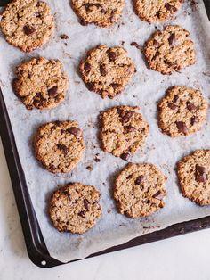 Cookies faciles: cookies croustillants et faciles - EMMA MARTINY Healthy Breakfast Snacks, A Food, Food And Drink, Yummy Food, Tasty, Cake Cookies, Cupcakes, Bread Baking, No Bake Cake