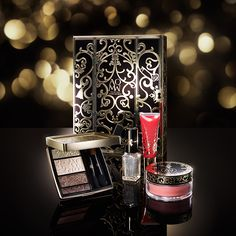 The holidays are just around the corner so you need to have your wallets ready. Here is a sneak peek to the makeup holiday 2016 collections. Makeup Items, Makeup Tools, Luxury Beauty, Diy Beauty, Makeup Trends 2017, 2017 Makeup, Elf Products, Beauty Products, Eye Palettes