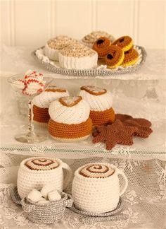 Kanelbullens dag - virka smarrigaste bullen i Candy! Crochet Cupcake, Crochet Fruit, Crochet Food, Crochet For Kids, Crochet Baby, Knit Crochet, Crochet Patterns Amigurumi, Amigurumi Doll, Crochet Dolls