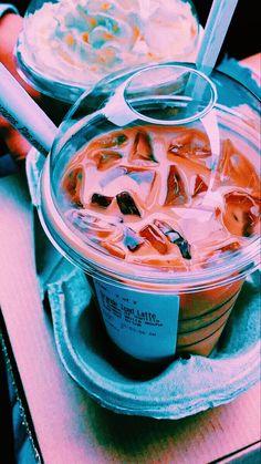Comida Do Starbucks, Starbucks Recipes, Starbucks Drinks, Aesthetic Coffee, Aesthetic Food, Craving Coffee, Food Goals, Food Cravings, Fun Drinks
