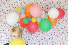 How-to: Balloon Garland This would be cute for any party theme! Use balloons in your party colors Party Fiesta, Festa Party, Diy Party, Party Ideas, Diy Ideas, Diy Pompon, Deco Ballon, Party Decoration, Beach Decorations