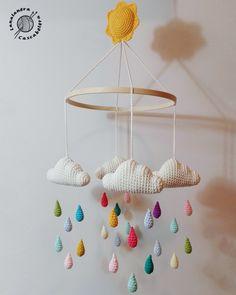 Baby Mobile Ideas Baby Crochet Mobile Cloud For 2019 Crochet Baby Toys, Crochet Gifts, Baby Knitting, Knitting For Kids, Mobiles En Crochet, Crochet Mobile, Baby Ballon, Decoration Creche, Diy Bebe