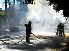Carro em chamas, Rua Lutécia, Vila Santa Isabel (2016) Foto: Rogério de Moura