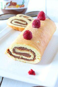 Aujourd'hui je vous propose une recette un peu spéciale, faite à 4 mains : Mr Chococooking à la cuisine (c'est lui qui a choisi son surnom ^^) et moi à la réalisation de la vidéo ! Je dois vous avouer que cela nous a bien fait rigoler ! En même temps... Beignets, Brownie Cookies, Sweet Recipes, Cake Recipes, Biscuits, Cake Rolls, Annie, Hui, Madeleine