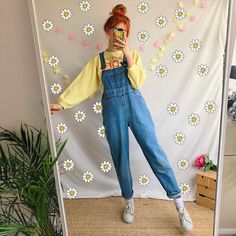 The perf wardrobe staple🌞 Vintage light wash blue denim dungarees 🍒🌻 in a comfy and flattering straight leg high waisted style. With plenty of pockets and. Vintage Outfits, Retro Outfits, Cute Casual Outfits, Vintage Fashion, Vintage Wardrobe, Vintage Clothing Styles, Retro Fashion, 90s Fashion, Korean Fashion