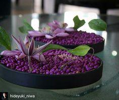 Pavé floral design Deco Floral, Arte Floral, Floral Design, Table Flowers, Flower Vases, Flower Art, Floral Centerpieces, Floral Arrangements, Moss Art