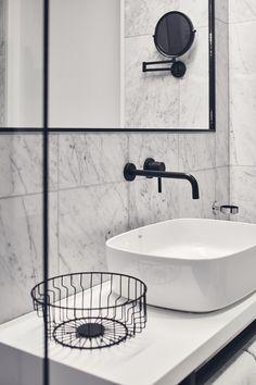 Vienna House Mokotow Warsaw to industrialny wystrój w biznesowym centrum warszawskiego Mokotowa. Połączenie gościnności i ekologii wyróżniają ten nowoczesny hotel. Lobby hotelowe nawiązuje do śródziemnomorskiego stylu życia, a w hotelowym barze goście czują się swobodnie, a biznes traci swoj formalny charakter. Vienna House, Warsaw, Improve Yourself, Sink, Bar, Bathroom Ideas, Home Decor, Sink Tops, Vessel Sink