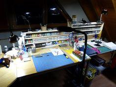 Hobby Desk, Hobby Room, Model Hobbies, Work Spaces, Model Building, Plastic Models, Woodworking Tools, How To Memorize Things, Workshop