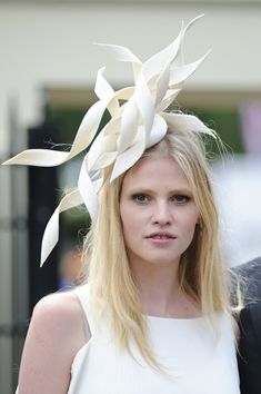 White London ascot hat - wired paper for the 'traditional trimmings' idea